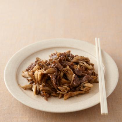 牛肉とマイタケのしょうゆ麹炒め煮